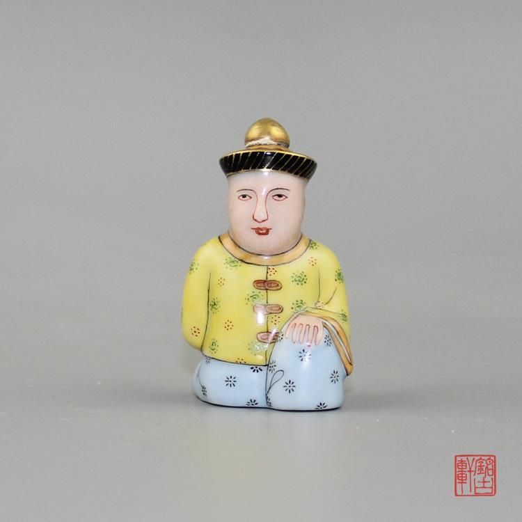 手绘满大人陶瓷鼻烟壶