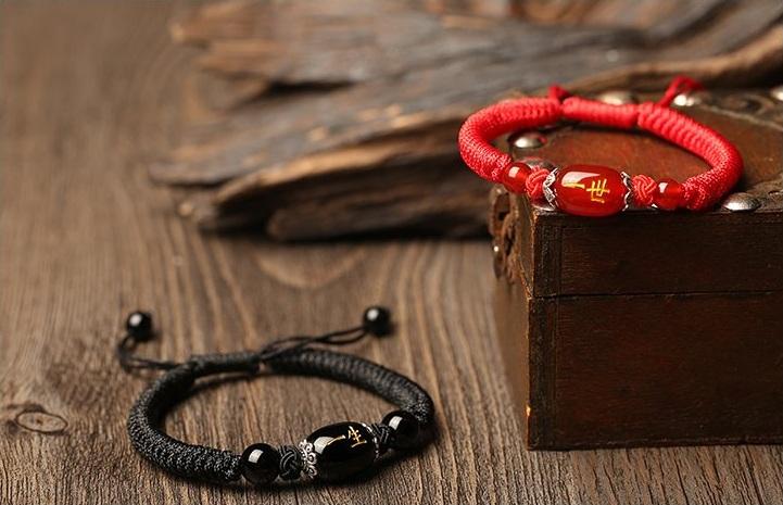 红绳玛瑙手链
