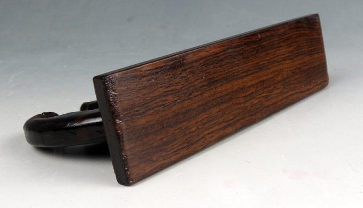 鸡翅木精工细作,大蝙蝠笔架