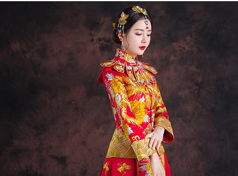 红色长款拖尾中式礼服,精美刺绣新娘结婚礼服